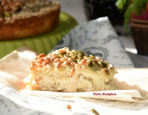 Пирог с курицей под ореховой корочкой