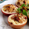 Груши, запеченные с моцареллой, орехами и розовым перцем