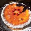 Творожник с ягодной прослойкой и соленой карамелью