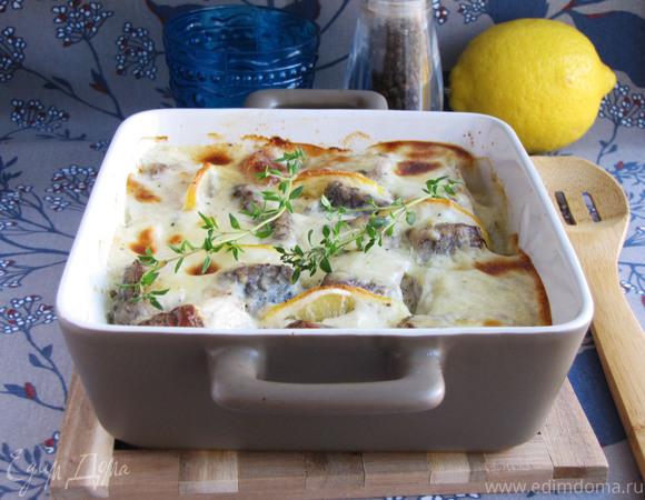 Белая рыба, запеченная под белым соусом