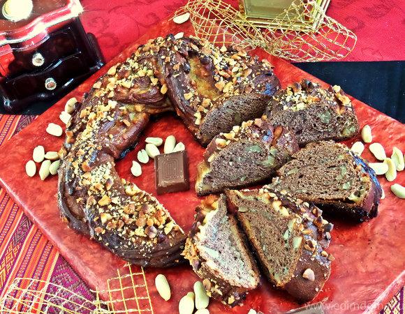 Плетёнка из шоколадного теста с орехами