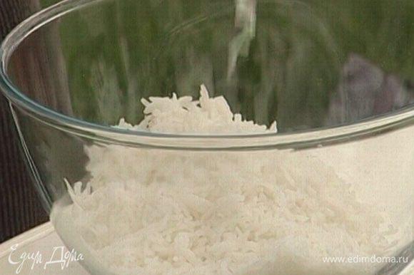 Рис отварить в подсоленной воде.