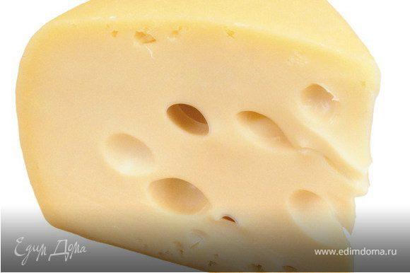 Натереть на терке сыр.