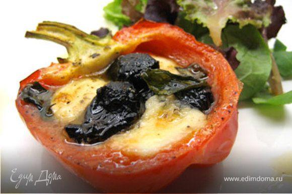Запекать перцы в духовке 20 минут. Подавать с зеленым салатом.