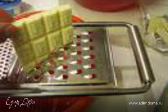 Для украшения : Вскипятить сливки смешать с шоколадом до расстворения. (Чтобы шоколад быстрее расстаял я педварительно тру его на терке) С помошью кулинарного шприца сделать рисунок и поставить в холодильник . приятого аппетита!
