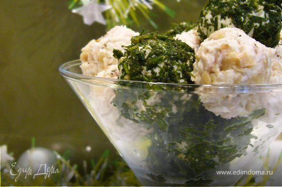 Убрать в холодильник на 1 час. При подаче украсить зеленью.