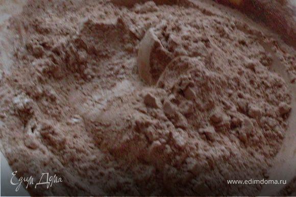 Просеиваем муку с какао и разрыхлителем