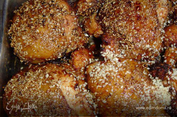 1 стакан масла нагреваем и обжариваем в нем цыпленка до золотистого цвета в течении 4 -5 минут. Затем прогреваем в духовке в течении 20 минут. Охлаждаем.