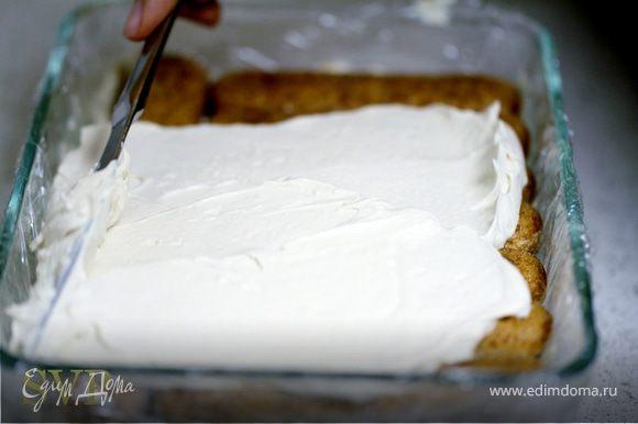 Повторяем процесс с печеньем и кремом.