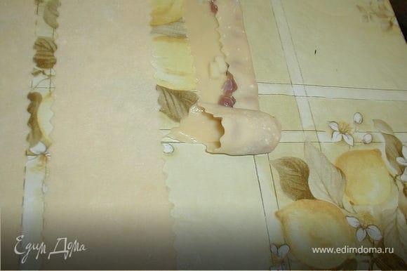 Сворачиваем ханум, начиная от левого края, в виде розочки