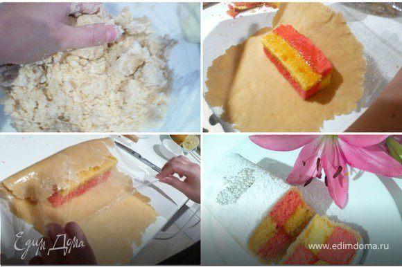 """МАРЦИПАН: Если делаете марципан сами - смешать все ингредиенты и вымесить до однородности. Чем больше Вы его мнете руками, тем лучше, так как из миндаля при этом выделяется масло. На стол постелить пленку. Посыпать сахарной пудрой. Раскать на пленке марципан в пласт толщиной 3-5 мм. Если сухо - добавьте воды и сахарную пудру. Положить на середину пласта наш тортик и завернуть марципаном - представьте, что обертываете коробочку. """"Склеить"""" швы. Лишний марципан срезать. Из него можно слепить что-то интересное для украшения. Перед тем, как нарезать, положить тортик (швом вниз!) в холодильник на 1 час. Я посыпала перед подачей сахарной пудрой и украсила короной. Для большей роскоши можно покрыть белой мастикой и опять же украсить короной. Как сделать мастику я рассказываю в рецепте торта """"Сирень для мамы!"""": http://www.edimdoma.ru/recipes/19463 Для нашего тортика понадобится половина тамошней порции."""