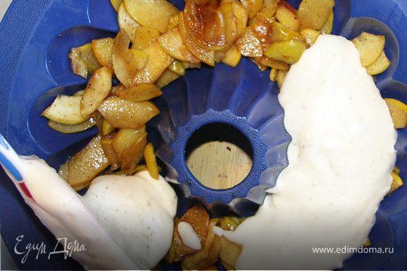 Аккуратно выложить тесто.Выпекать при 180С 25-30 мин.