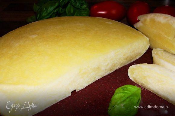 Подавать сыр с зеленью. Приятного аппетита!