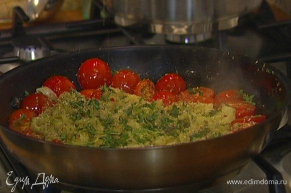 Выложить в сковороду к помидорам отваренные макароны, влить немного воды, в которой они варились, присыпать орегано и листьями оставшегося тимьяна, влить немного оливкового масла, перемешать и подавать тут же!