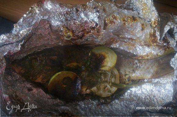 Вот какая запеченая .пахучая рыбка.Еще раз готовую взбрызнем соком лимона.
