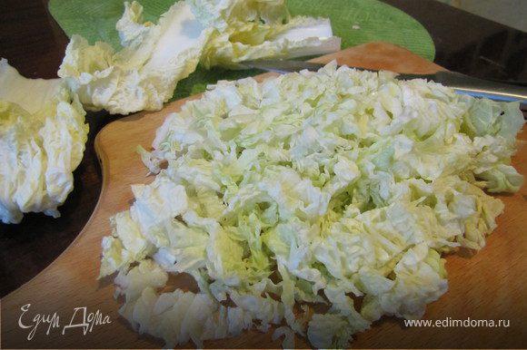 Мелко порубить капусту