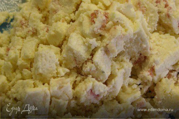 Займёмся начинкой. Вы можете взять отдельно 200 г. сыра и смешать его с мелко порезанным беконом. Я использовала приготовленный мной ранее сыр http://www.edimdoma.ru/recipes/23623