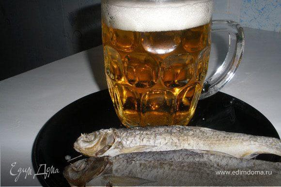 Теперь осталось только ждать, через 3 дня рыбка станет вяленой, через 10-14 сухой. И можно идти в магазин покупать пиво, поставить его в холодильник, взять нашу таранку и наслаждаться жизнью.