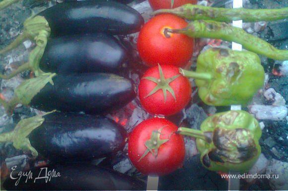 баклажаны,помидоры и перец приготовить на мангале