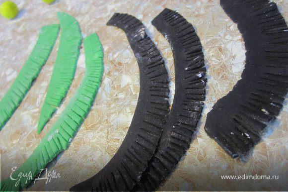 По одному краю мастики сделать надрезы, получится как бахрома.