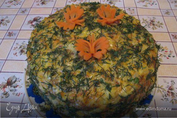 Смазывать коржи надо горячими, пока один печется - готовый смазываем. Сыр плавится, аромат молодого чесночка распростроняется по всей кухни - ммм просто обьеденье!