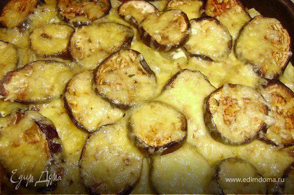 Натираем сыр на крупной терке..Грецкие орехи мелко нарезаем ножом...Сначала посыпаем орехами,затем сыром..еще минут 10.. и блюдо готово...Приятного аппетита..