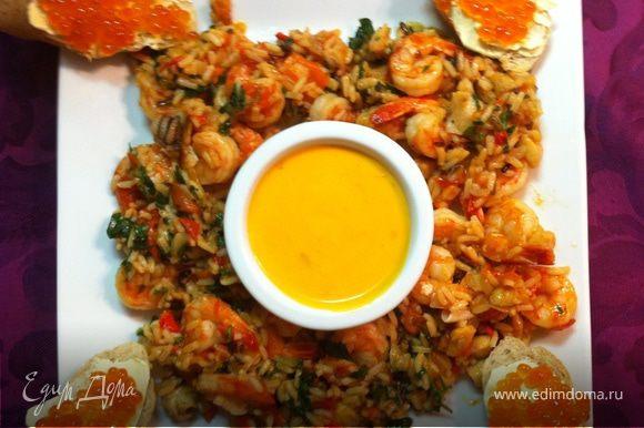 в центр ставим соус, на отдельную тарелочку лимоны и лаймы. Приятного аппетита! :)