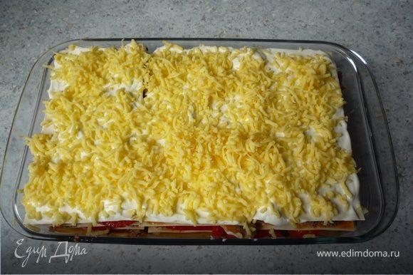 Посыпать сыром.