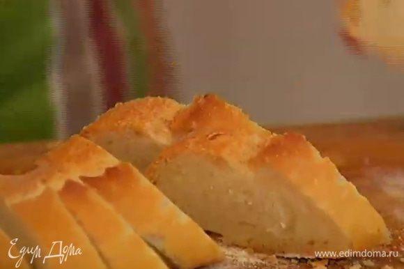 Хлеб нарезать и поджарить тосты.