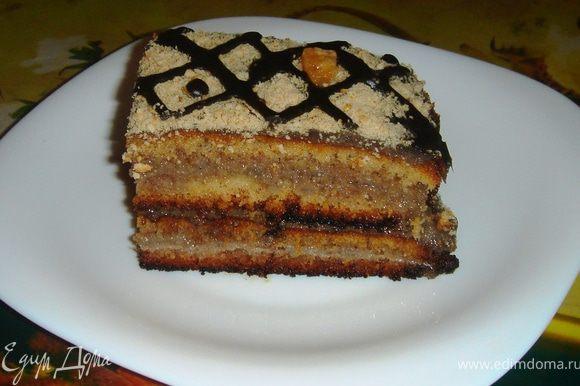 Украсить можно, как угодно и чем угодно. Я сделала крошку из печенья. Посыпала им тортик, украсила остатками заварного крема и конфетками)) Этот торт нужно настаивать где-то двое суток...Он получается невероятно сочным!!! Просто тает во рту! Всем приятного аппетита!