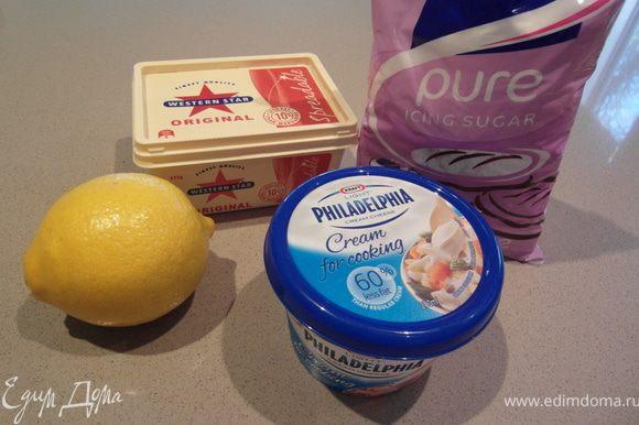 """Готовим """"крим-чиз"""" покрытие: Используя электрический миксер хорошенько взбиваем творожный сыр (Филодельфия) + масло и лимонный сок."""