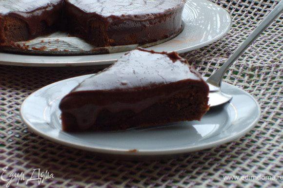 Я не стала долго ждать, специально хотела, чтобы шоколад так немного вкуснюче растекался)))