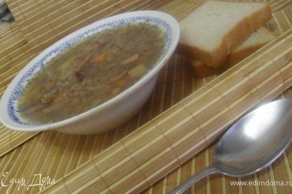 Подавать суп с зеленью и сметаной.Приятного аппетита!:)