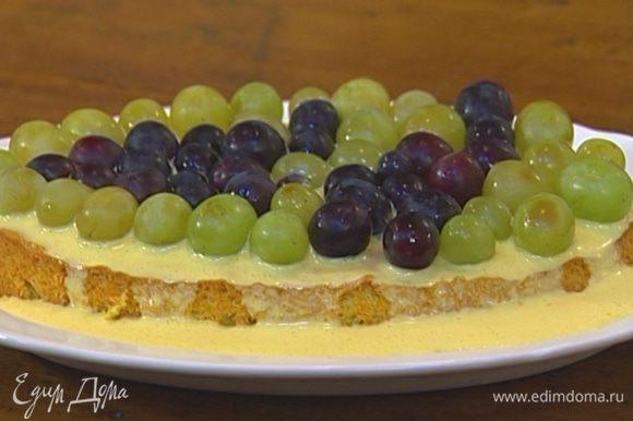 В небольшой кастрюле, помешивая, прогреть абрикосовый джем с 1 ст. ложкой воды и полить торт сверху.