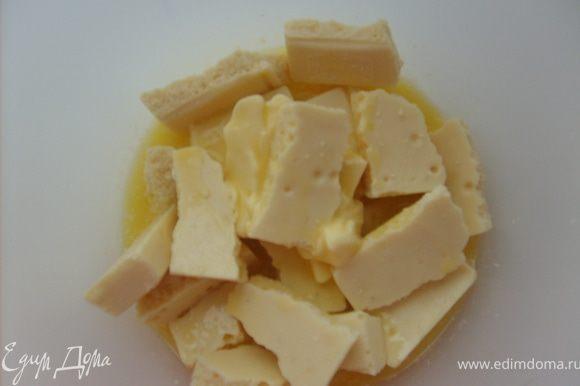 В то время пока печется бисквит готовим прослойку, шоколад растапливаем с маслом,