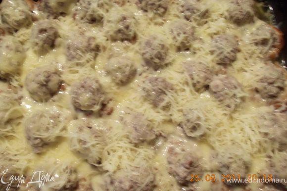 достаём из духовки сушки, снимаем фольгу, посыпаем тёртым сыром и снова в духовку минуты на 2-3, чтобы сыр расплавился.