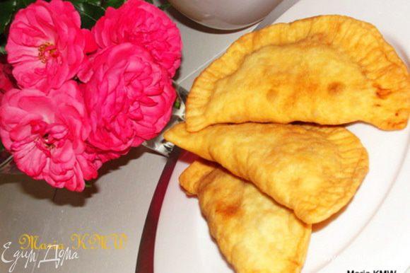 Выкладываем на блюдо с бумажной салфеткой, которая впитает лишний жир после жарки. Угощаем родных и близких. Приятного аппетита!