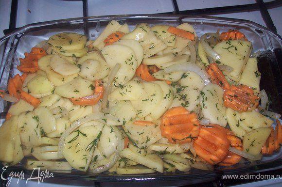 далее выкладываем овощи в форму для запекания.)) а вот кстати и она! Хорошо распределяем овощи по форме