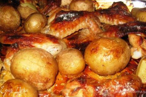 Картофель моем, солим перчим. И вместе с крылышками на противень. Духовка 200, 1 час. Аромат карамельно-сливочный, если нюхать с закрытыми глазами и не догадаться, что это за блюдо.