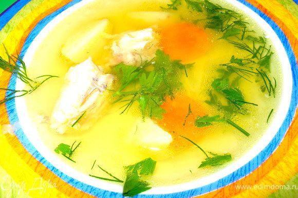 За 5 минут до готовности добавить рыльца шафрана. При подаче добавить измельченную зелень и дольку лимона.