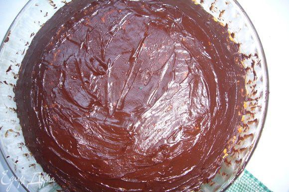 Покрыть остывший пирог шоколадом