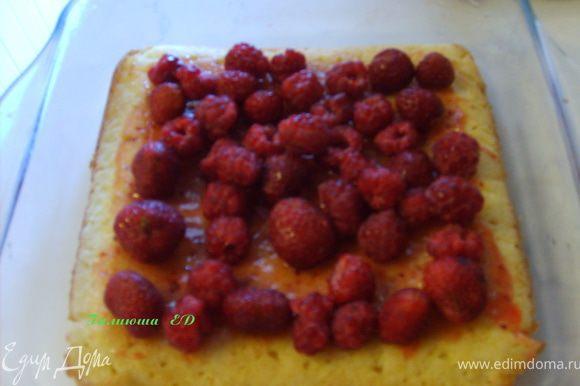 Уложить ягоды