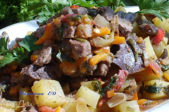 После приготовления выкладываем на блюдо. Обычно к куырдаку у нас подаются баурсаки (http://www.edimdoma.ru/recipes/26331)и сорпа- бульон, или чай ) Очень вкуусное и сытное блюдо!