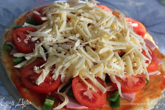 И поверх помидоров тертый сыр насыпать.