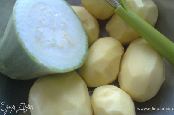 Очистить картофель,кабачок можно оставить в шкурке,если она нежная.