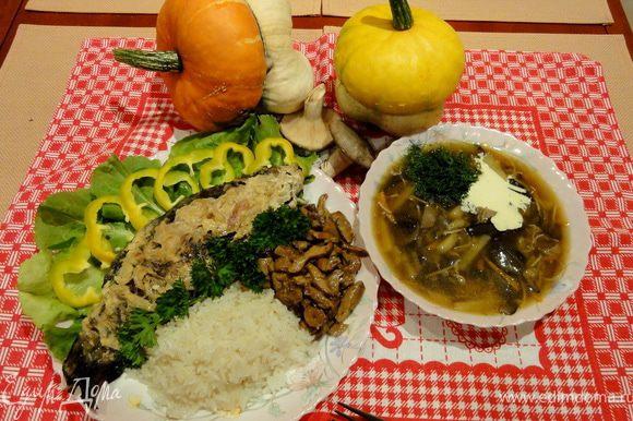 Ну вот все готово! Суп подайте со сметаной и зеленью. Рыбу можно украсить, овощами и зеленью. Всем хорошо настроения!