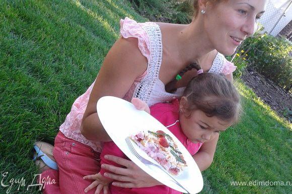 """П.С. В тот же вечер на десерт у нас был уже известный вам тарт с клубникой... На фото """"славнозвісна"""" Оксанка..."""