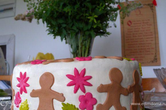 У меня на белой основе-фоне: по травке топают человечки-гости ко мне на День рождения с цветами :-)))
