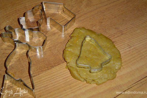 Я еще использовала разные выемки и вырезала печенье различной формы.