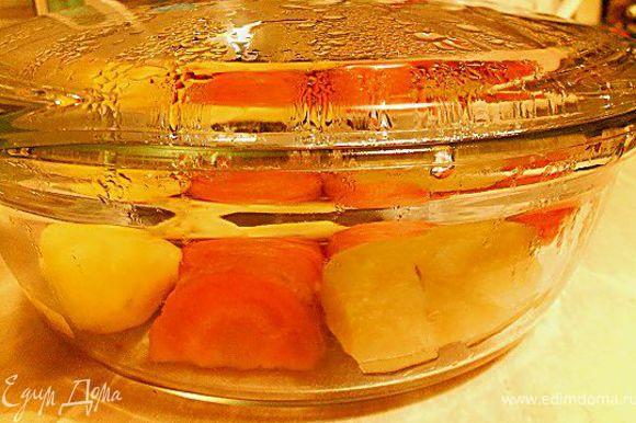 Овощи отварить на пару, запечь в духовке или в микро.